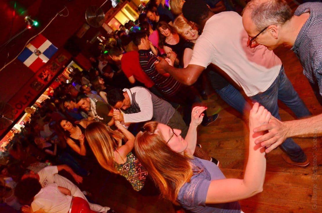 Ambiance en soirée dansante Maxi Bachata à Tours